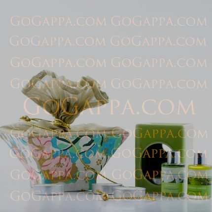 candles and fragrances gift hamper