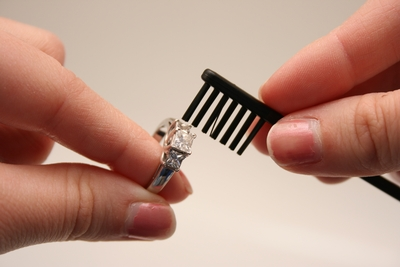 Ring-Cleaning-By-Brush